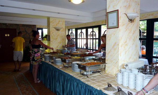 Zsanett Hotel - Balatonkeresztúr - svédasztal