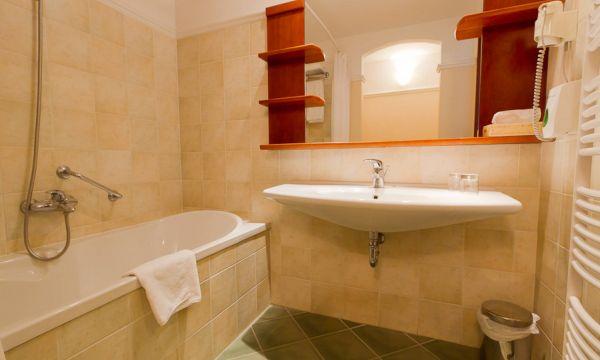 Hotel Karos Spa - Zalakaros - Fürdőszoba fürdőkáddal