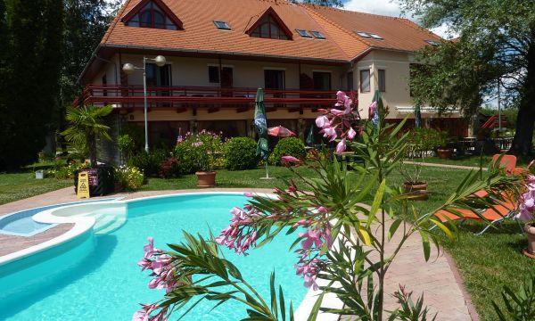 Zsanett Hotel - Balatonkeresztúr - Medence és B épület